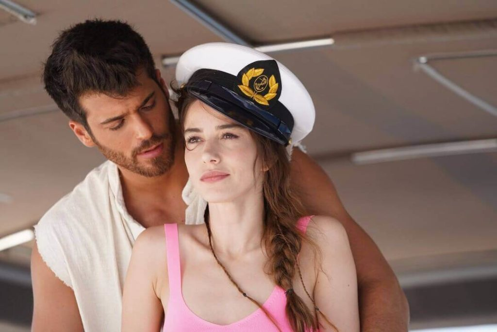 can yaman and ozge gurel in the new serie bay yanlis