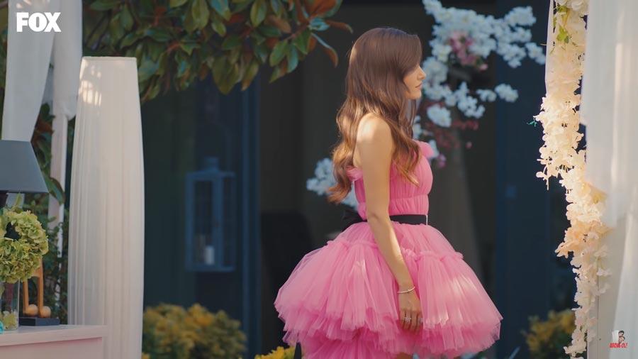 eda is beautiful in the pink weding dress